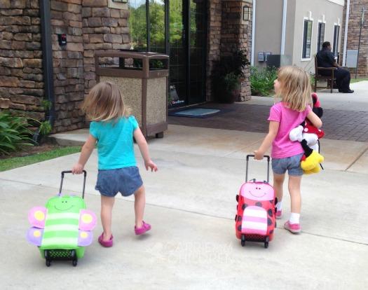 Bánh xe của vali trẻ em