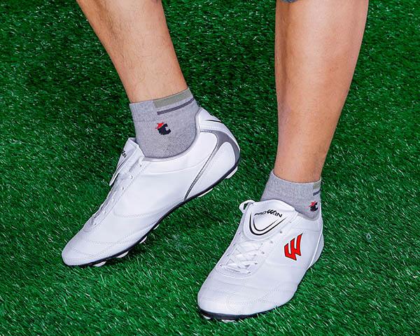 giày đá bóng sân trong nhà